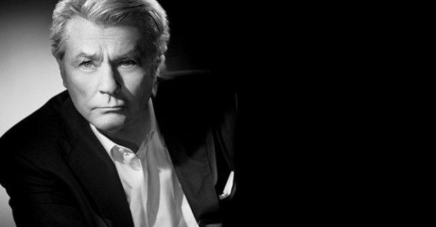 Cannes, Alain Delon Palma de oro premio de honor de una leyenda del cine francés