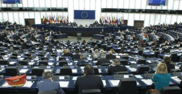 El Parlamento europeo vara las reglas para proteger a los informantes