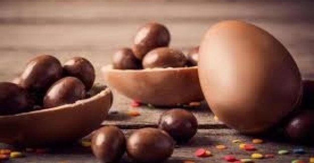 Huevos de pascua para los niños en el hospital en el departamento de pediatría de los principales hospitales italiano