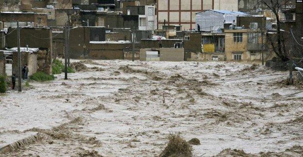 Irán, de Brindis de la parte de un Boeing 747 de carga de la ayuda de la Cooperación italiana para las víctimas de las inundaciones