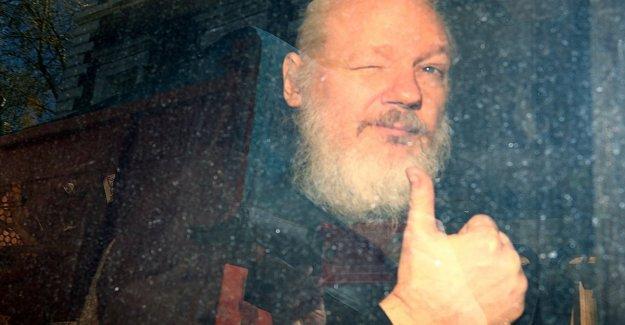 Julian Assange, gana el premio de periodismo llamada Daphne Caruana Galitzia