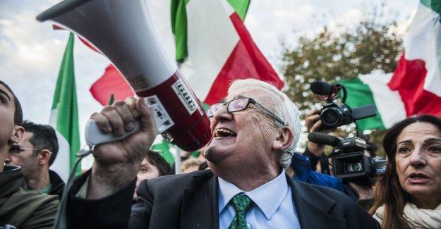 La liga, la decepción de Borghezio excluidos de la europea: es un error político, no entiendo la elección de Salvini