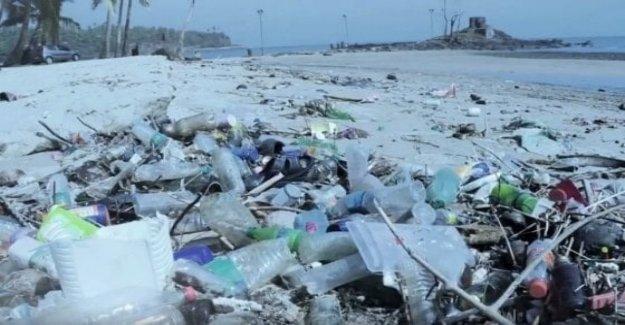 Olbia a parar en el plástico y el humo en la playa