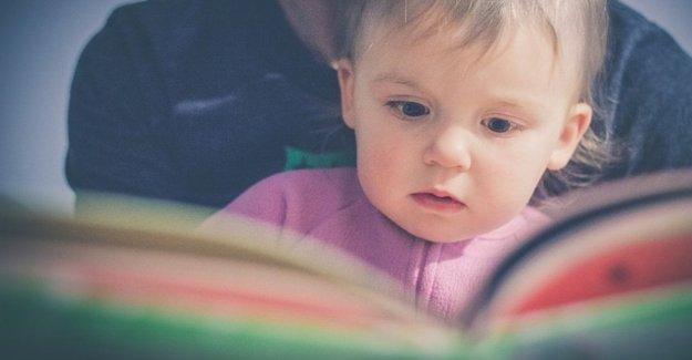 Si usted lee los libros a su niño llegue a la escuela primaria de la mejor preparados