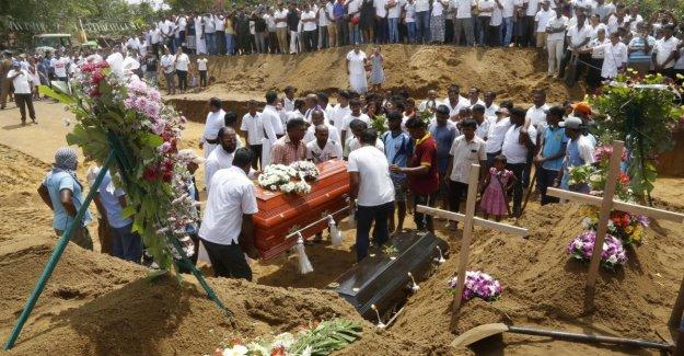 Sri Lanka, 311 muertes en los ataques. La primera misa de funeral, el gobierno está bajo el fuego de las fallas de seguridad