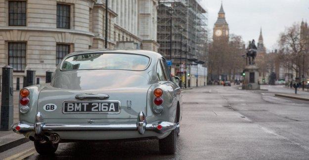 De vuelta a el Aston Martin DB5 de james bond contra Goldfinger, con todos los trucos de la película