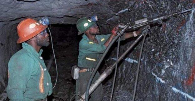 El sur de áfrica, los trabajadores en huelga en una mina de oro: los dueños chinos son arrogantes, brutal y explotadores