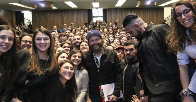 Jovanotti cátedra en la universidad: Usted puede cambiar este País