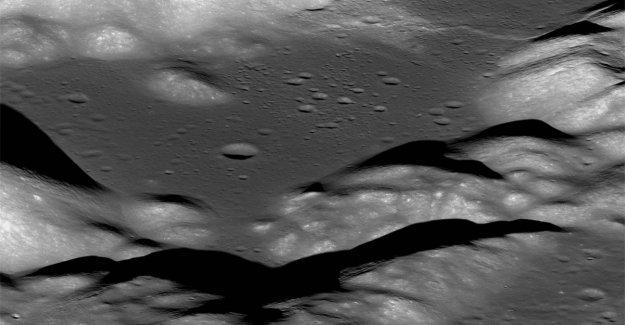 La Luna tiembla porque estrecha es mostrar las 'cicatrices'