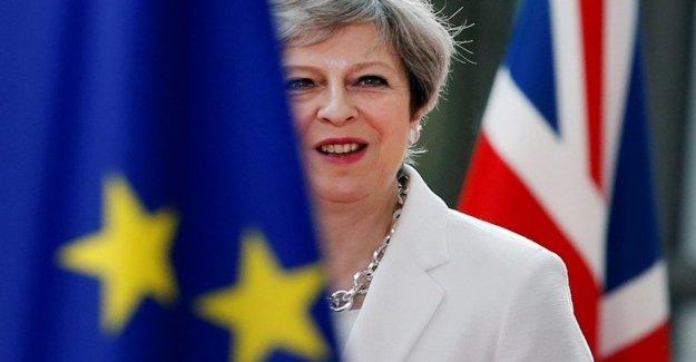 El inicio de la carrera para la sucesión a Theresa May. Sorpresa, el ministro de Trabajo Ámbar Rudd admite el ministro de relaciones Exteriores, Jeremy Hunt