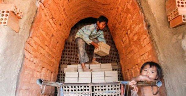 En camboya, el gobierno prohíbe el empleo de niños en los hornos