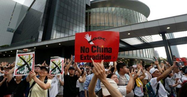 Hong Kong, enfrentamientos en una manifestación en contra de la extradición forzado
