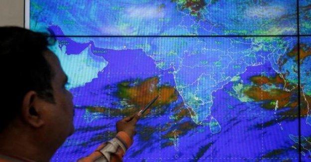 La India, en la zona de los niños de la venta aquí viene el ciclón Vayu: preparar la evacuación de 300 mil personas