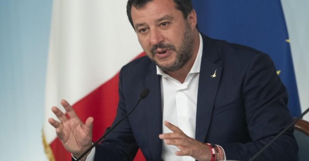 La Liga Informe de queja después de que el servicio en los fondos, pero la fiscalía de Génova investiga