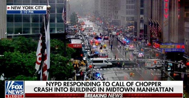 La ciudad de nueva York, el helicóptero se estrelló en el rascacielos en Manhattan