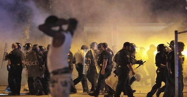 La policía mata a un 20 años de edad, afro-americana, la protesta y la guerrilla urbana en Memphis