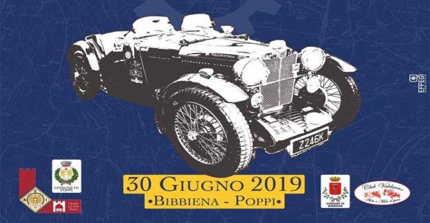 Las ruedas de la Historia, el turismo, con el coche clásico