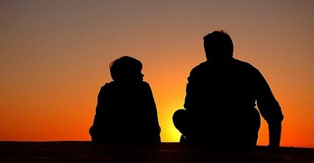 Los padres, los Millennials: uno de tres bondad es un valor que se transmite a los niños
