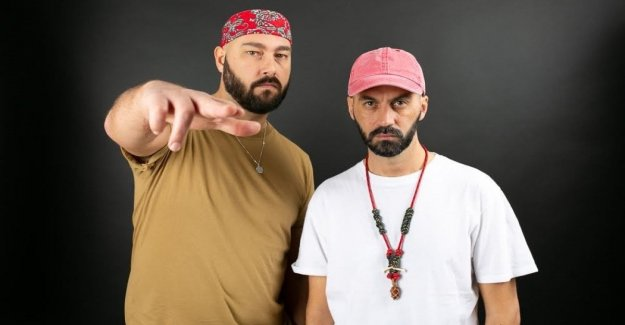Ackeejuice Rockeros: Con 'aqua Aerobics' usted se olvidará de hits reggaeton