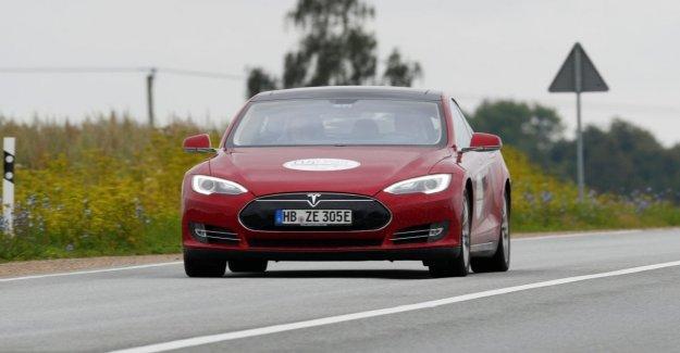 Apple sigue la compra de los ingenieros de Tesla