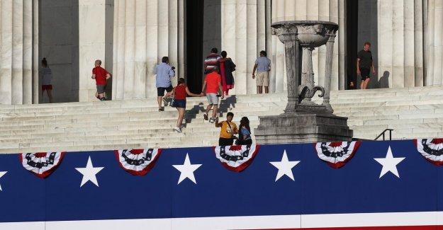 En Washington, el 4 de julio encargado por el Triunfo que se haya vaciado las arcas de la capital. Ahora, con el presidente, él reembolsos