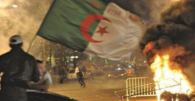 Francia: un fan del argelino unidad embarga a la familia, muere mujer