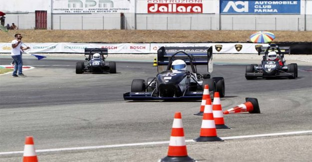 La forma en la Fórmula Sae Italia de Fórmula Eléctrica de Italia y la Fórmula sin conductor