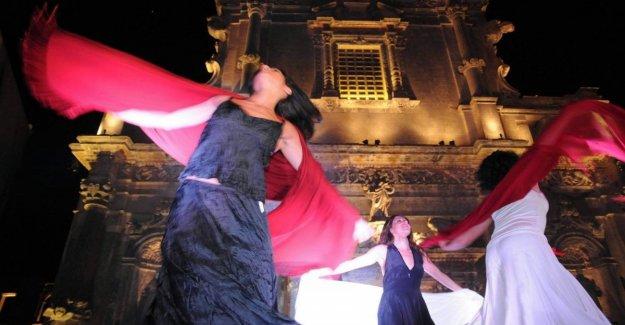 La noche de la taranta, la espera de 350 mil. Elisa y Guè Pequeno en el Concierto dirigido por Mastrangelo