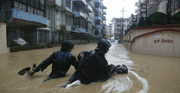 Las lluvias monzónicas latigazo de Nepal, al menos 50 muertos