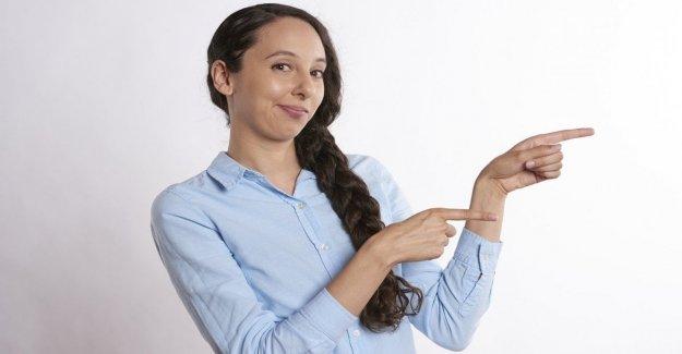 Porque estamos apuntando con el dedo? Y' el deseo de tocar que nos empuja a hacerlo