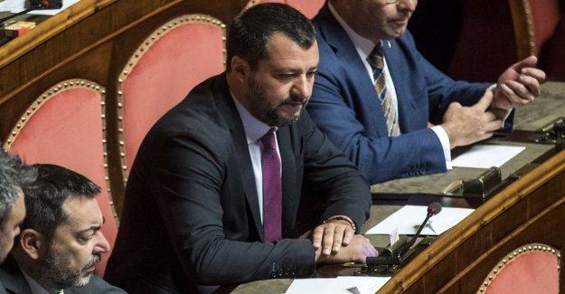 Reformas, aceptar de que el Senado de la corte de la parlamentaria