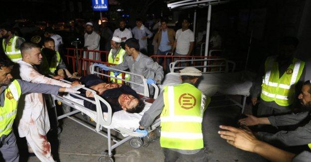 Afganistán, una explosión en una fiesta de bodas en Kabul: decenas de muertos y heridos