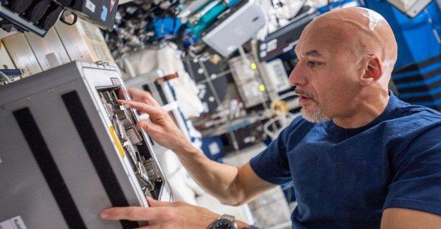 AstroLuca, postales y saludos desde el espacio: Desde la Iss, te veo lejos, pero siento que estamos muy cerca
