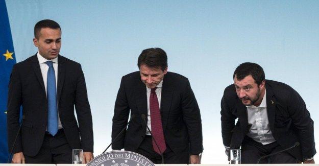 Crisis de gobierno, el Recuento de espera de la convocatoria de las Habitaciones para ser sfiduciare por Salvini. Luego a Mattarella