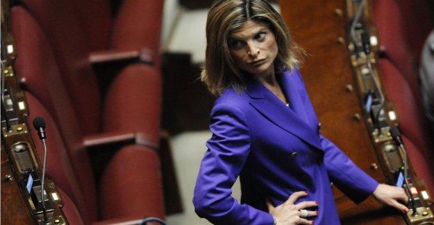 El centro-derecha, pelea entre forzisti y totiani. Ravetto: yo soy un traidor? Recuerdo los nombres de aquellos que se burlaban de Berlusconi
