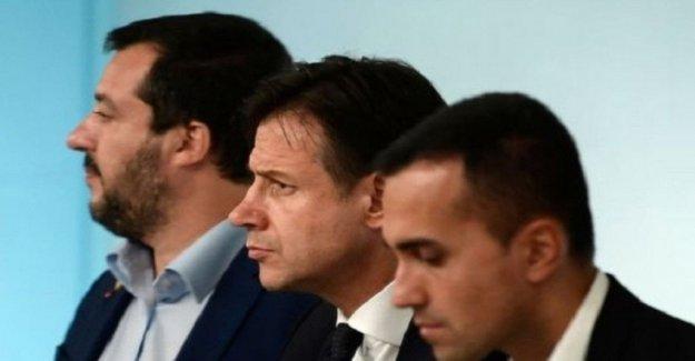 El gobierno, Salvini prisa pero Grillo y Renzi el freeze: las Multitudes ir de inmediato a las urnas. Y la Higuera advierte: la casa de representantes y el Senado a revisar sólo los presidentes