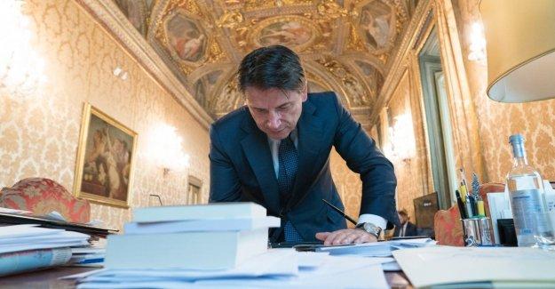 El gobierno, el Conde como a la prensa extranjera. NYT: Oportunidades para Italia. Financial Times: Salvini en la esquina