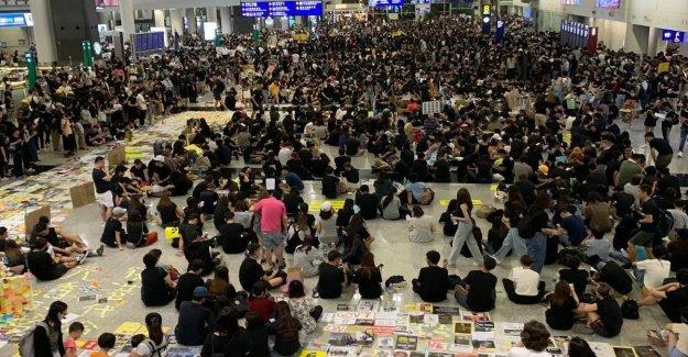 Entre los manifestantes en el aeropuerto de Hong Kong: Queremos saber de el mundo