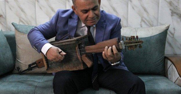 Irak, a su vez un kalashnikov en un instrumento musical para decir no a la guerra