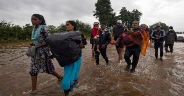 La India, de la emergencia de los monzones en el Oeste del País: más de 40 muertos y más de un centenar de miles de personas desplazadas