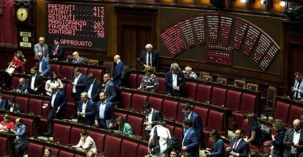 La habitación, cerrando casi récord de 38 días. Delrio: Para permitir Salvini para escapar del Parlamento
