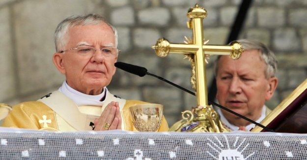 Polonia, el arzobispo de Cracovia: La comunidad Lgbt es como una epidemia, y de la peste roja