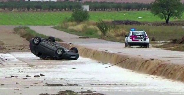 España, de tiempo severo en el sur-oriente: la muerte de tres personas arrastradas por el agua
