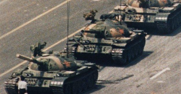 Está muerto, el autor de una de las escenas más famosas de la historia: Charlie Cole fotografiado el valor de la incógnita en la Plaza de Tiananmen