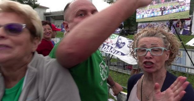 Pontida, el voltaje de la reunión de los jugadores: agredieron a un periodista de la República