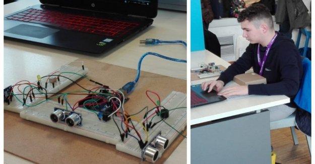 A los 14 años de edad, ha inventado un cinturón que ayuda a los ciegos a orientarse: la hice para mi amiga Debora