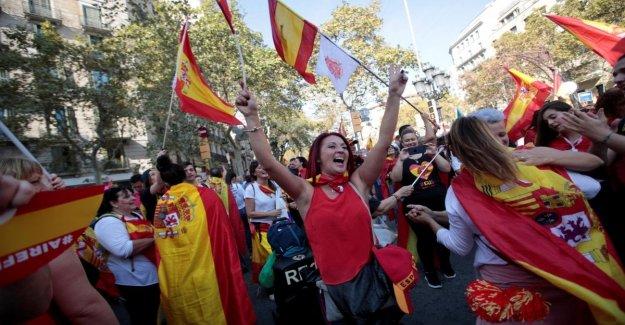 Barcelona, la voz de los sindicalistas: en el 80 mil en la plaza en contra de la secesión