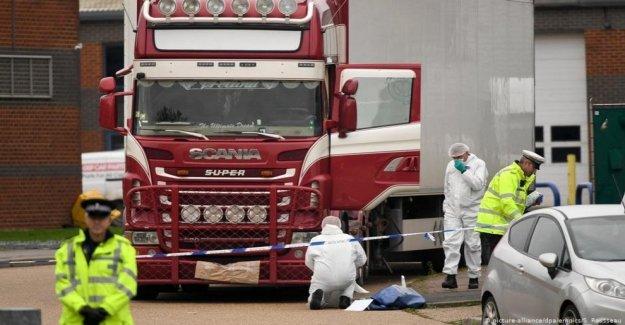 Bélgica la policía a encontrar a 12 inmigrantes ocultos en un camión refrigerado: los sirios y los sudaneses, están todos vivos