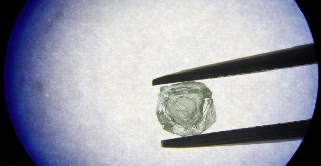 Diamante muñeca rusa: interior contiene otro diamante