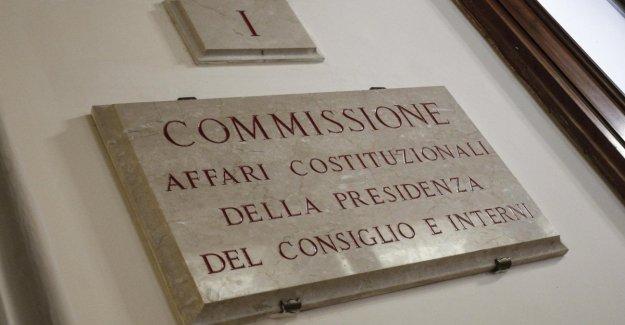 El corte de los miembros del parlamento, el Sí de la Comisión. El 7 de octubre en el salón de clases
